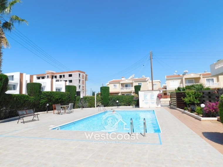 Town house for sale in universal paphos sl18349 for Full house house for sale