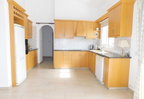 Bungalow For Sale  in  Kissonerga